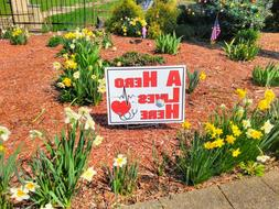 A HERO LIVES HERE Yard Signs for Frontline Workers NURSES EM